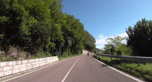 Ciclista si accascia a muore mentre sale l'altopiano di Asiago