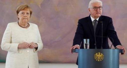 Si sente male durante cerimonia pubblica, ansia per Angela Merkel