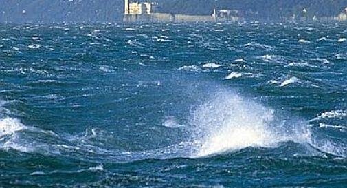 Trieste, violenta bora affonda barca ormeggiata in Sacchetta