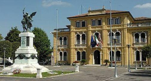 il monumento in centro a Mogliano