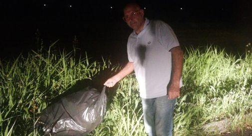 Pitton con i sacchi di immondizia trovati questa notte