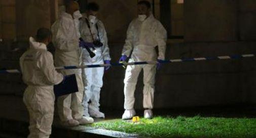 Milano, macabra scoperta in casa: un impiccato e un accoltellato