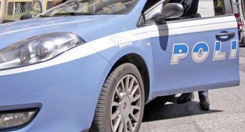 Bimbo di 4 anni lasciato chiuso in auto al sole, salvato da poliziotto