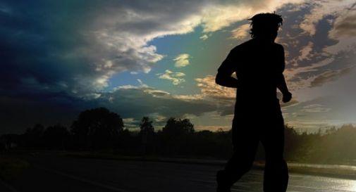 Muore d'infarto mentre corre in salita