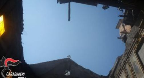 Crolla volta di una chiesa nel centro di Roma