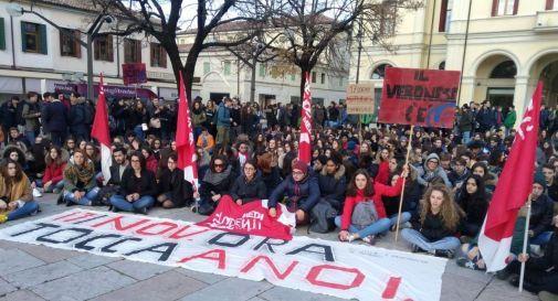 Ottocento studenti in piazza a Montebelluna