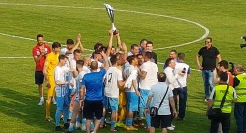 Il Treviso alza la coppa (foto fb)