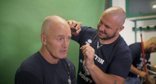 capelli tagliati anche al coach del Benetton Kieran Crowley