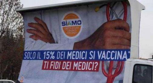 Vela dei no vax in centro a Castelfranco, è polemica