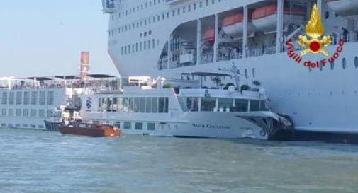 Venezia, scontro tra nave da crociera e barcone turistico
