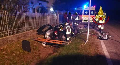 Tragico incidente in auto, automobilista perde la vita nello schianto